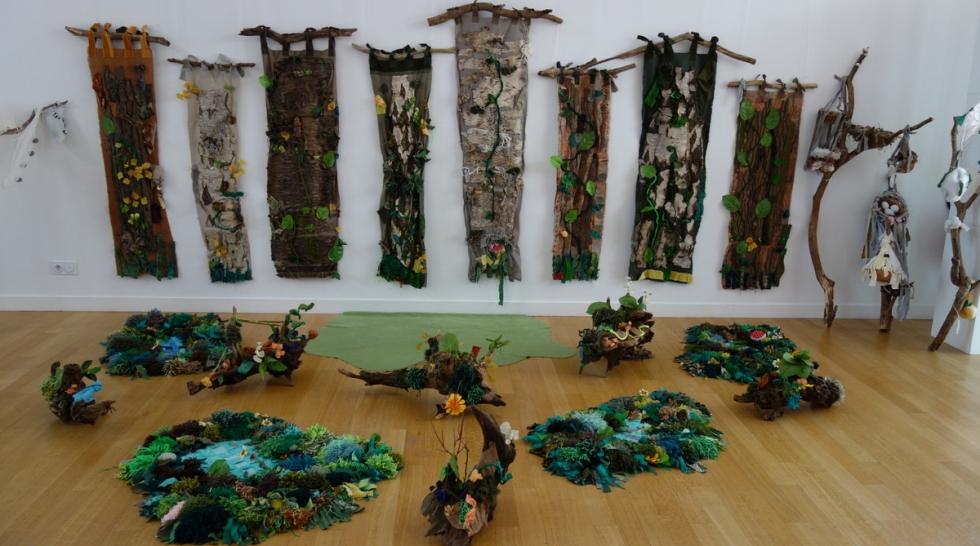 Découvrez la forêt aux couleurs végétales réalisée par des enfants de primaire