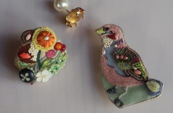 Laissez vous séduire par les bijoux brodés de Rika Ogasawara